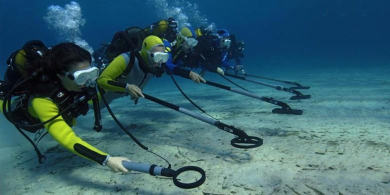 Underwater metal detectors
